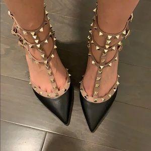 Shoes - Black/nude Rockstud mid heels 6.5 or 7(see photos)
